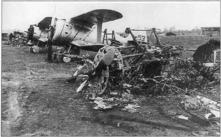 И-153 на одном из советских аэродромов, внезапно атакованных в самом начале войны / ©Wikimedia Commons