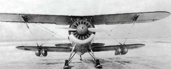 И-153 для штурмовых вылетов подвешивали четыре бомбы, как правило, две ФАБ-50М и две АО-25 (цифры примерно соответствуют весу бомб в килограммах) / ©Wikimedia Commons