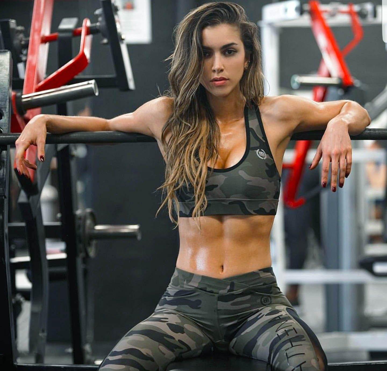 Спортсменки и фитнес-модели, которые точно знают, что нужно делать в тренажёрном зале