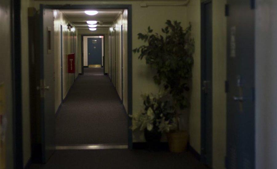Пустые коридоры Begich Towers