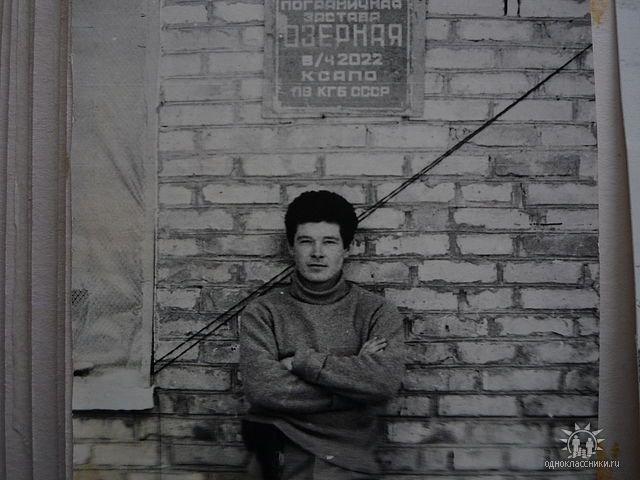 Интересно, у какой стены была сделана эта фотография? Датировка не известна. Прислал Олег Зайченко