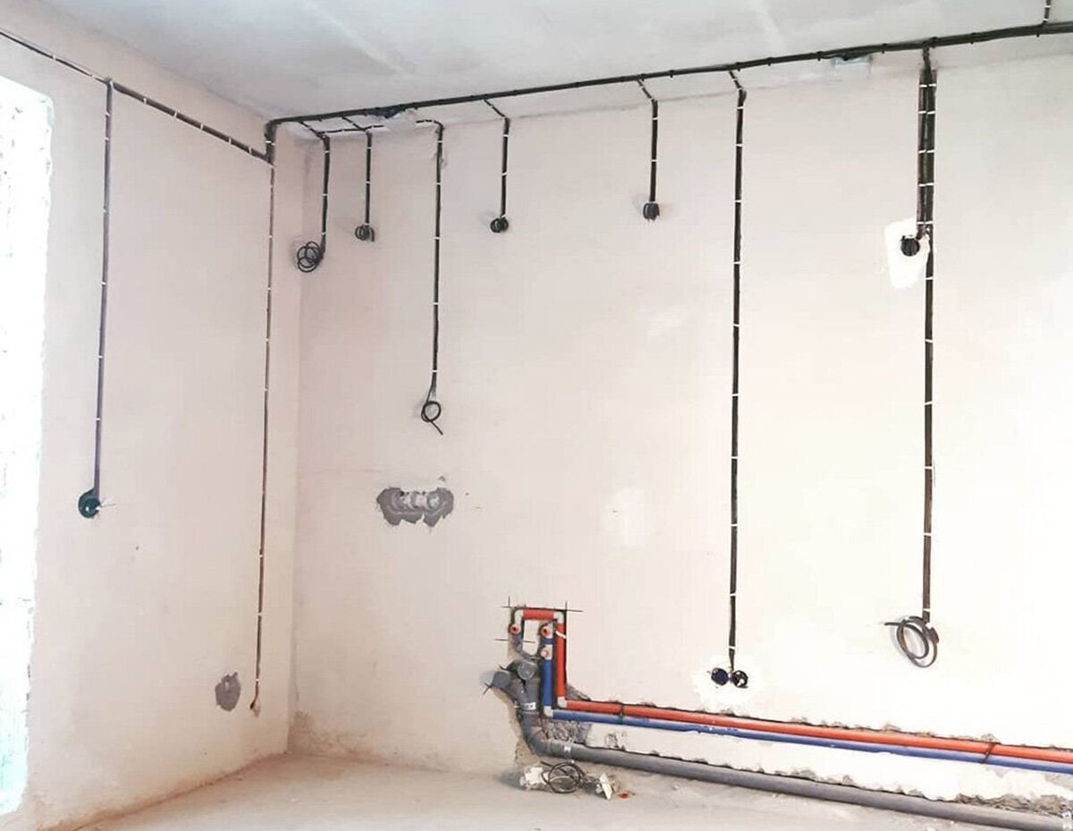 Разводка электропроводки по оштукатуренным стенам