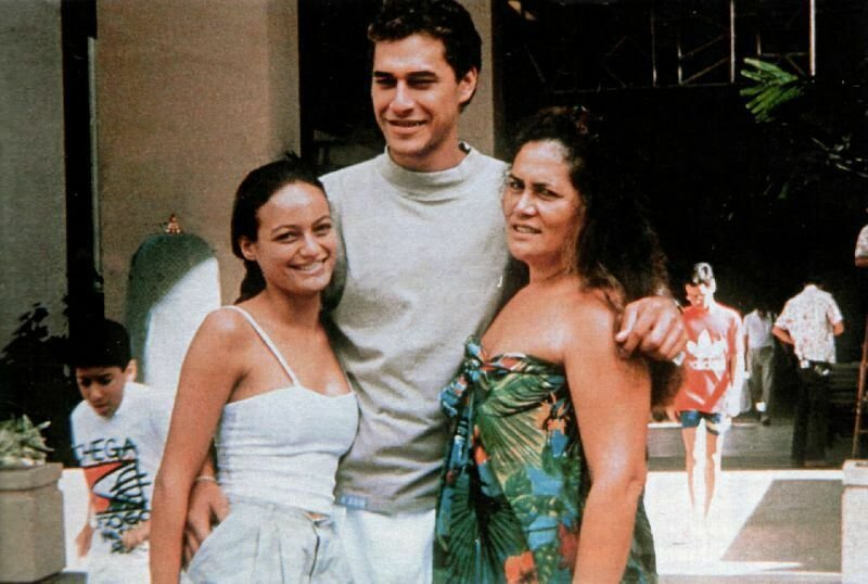 Чейни (по улыбке уже видно, что лицо искажено аварией), ее парень Даг Дролетт, застреленный сводным братом, и ее мать Тарита