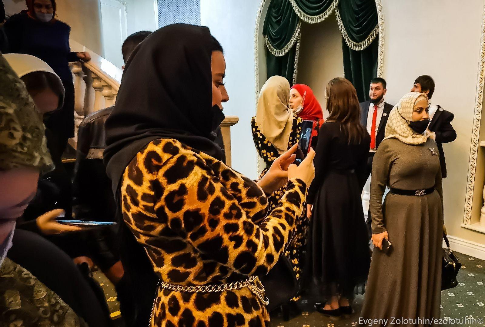 Девушки Чечни. Как выглядят и во что одеваются чеченские модницы