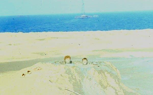Donuzda daha kiçik palçıq vulkanında olan Moskva dalğıcları
