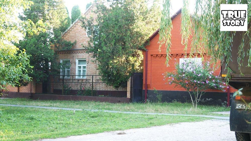 Кирпичные дома в деревне