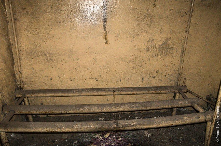 Вполне возможно, что за переборкой сушилка для вещей (11). Она как раз должна через стенку сопрягаться с котельной. Или это парилка?