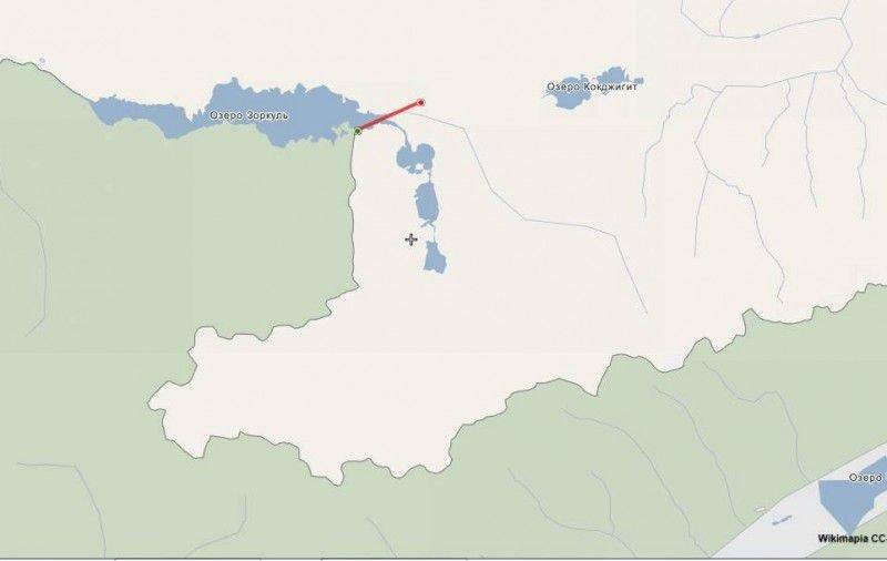 Схема участка. Линией показано кратчайшее расстояние от заставы Зоркуль до афганской границы, не превышающее 3 км. Это не пара десятков метров, как по дороге сюда. Справа внизу кусочек Ваханского коридора. И надо еще подумать, какой путь в древности в Китай был проще, там или через Зоркуль? По Вахану точно теплее.