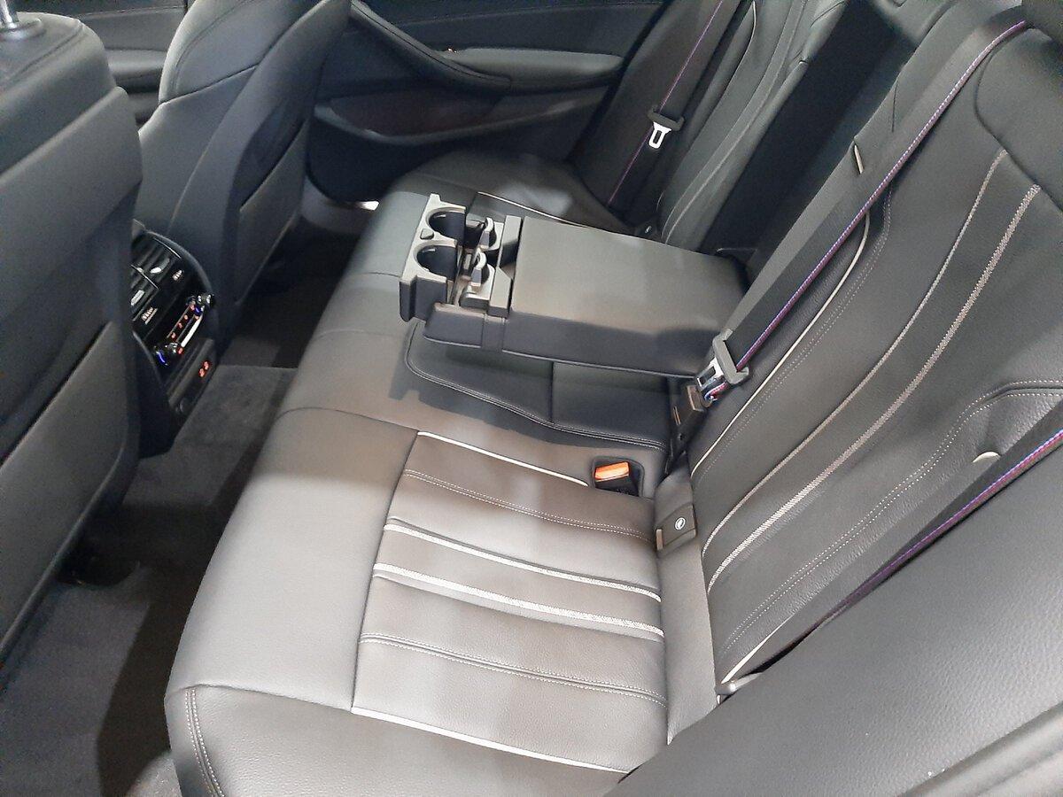 BMW5 G30 - второй ряд сидений