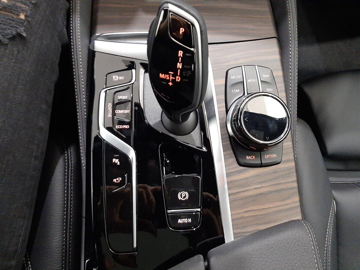 BMW5 G30 - центральный тоннель