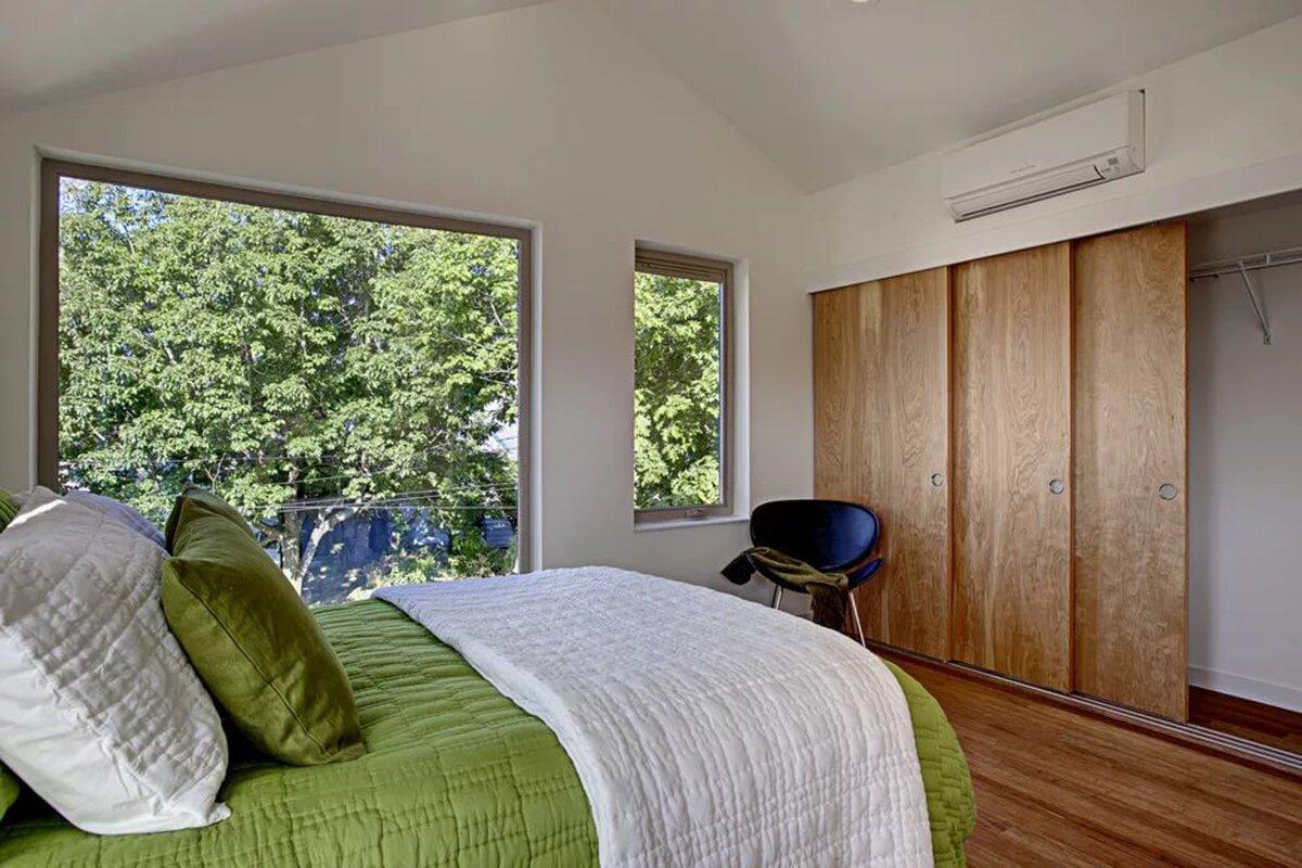 Неправильное расположение сплит- системы в спальной комнате