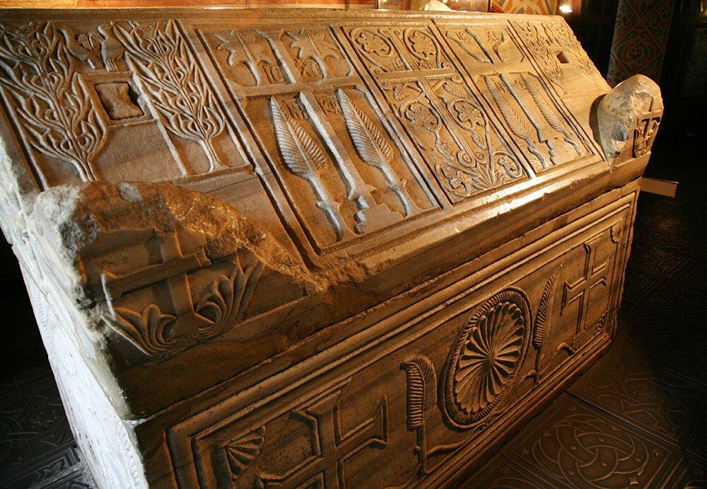 Мраморная гробница Ярослава Мудрого