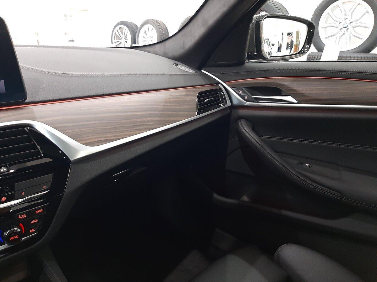 BMW5 G30 интерьер