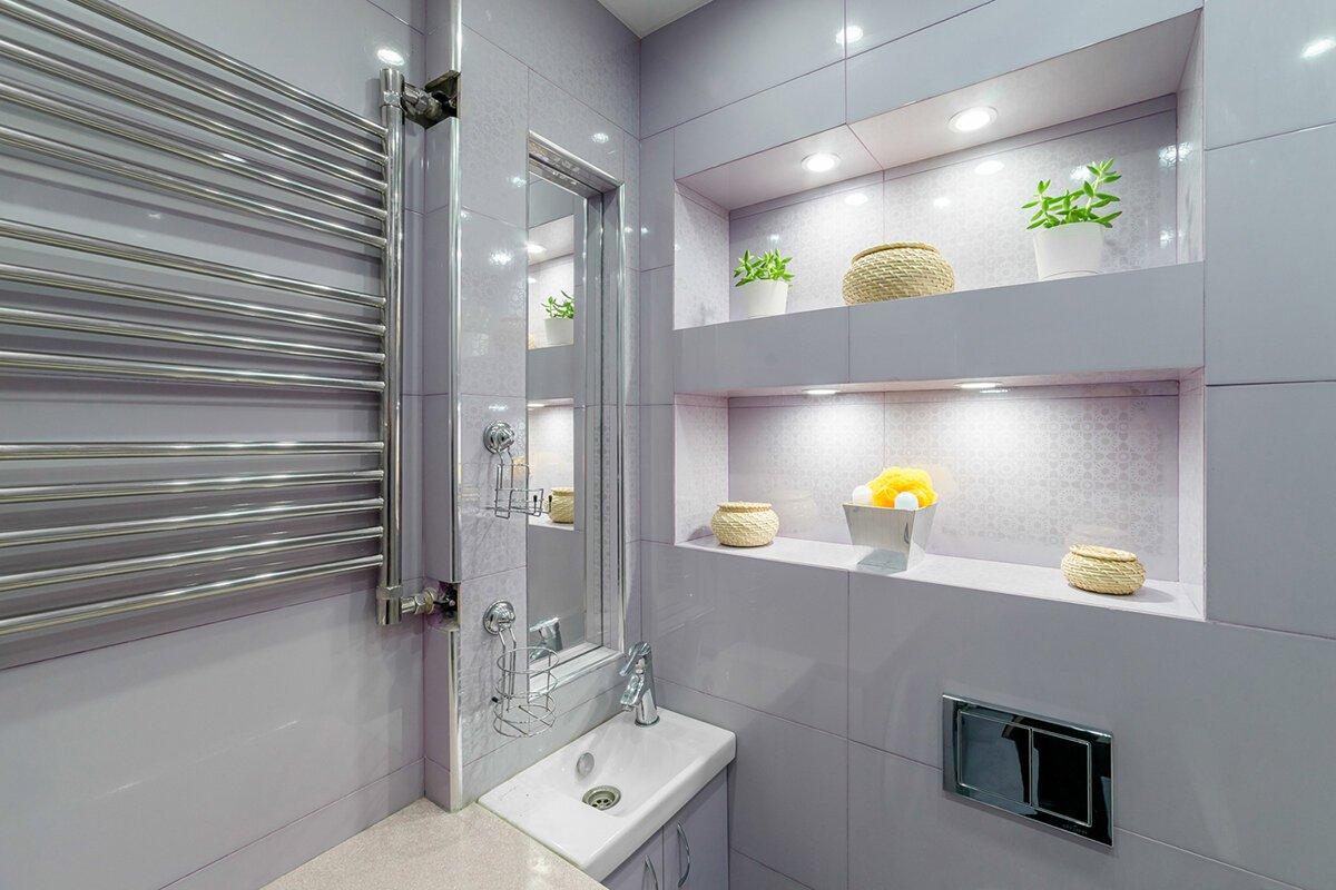 Присутствие всякого рода ниш в ванной комнате значительно отражается на стоимости