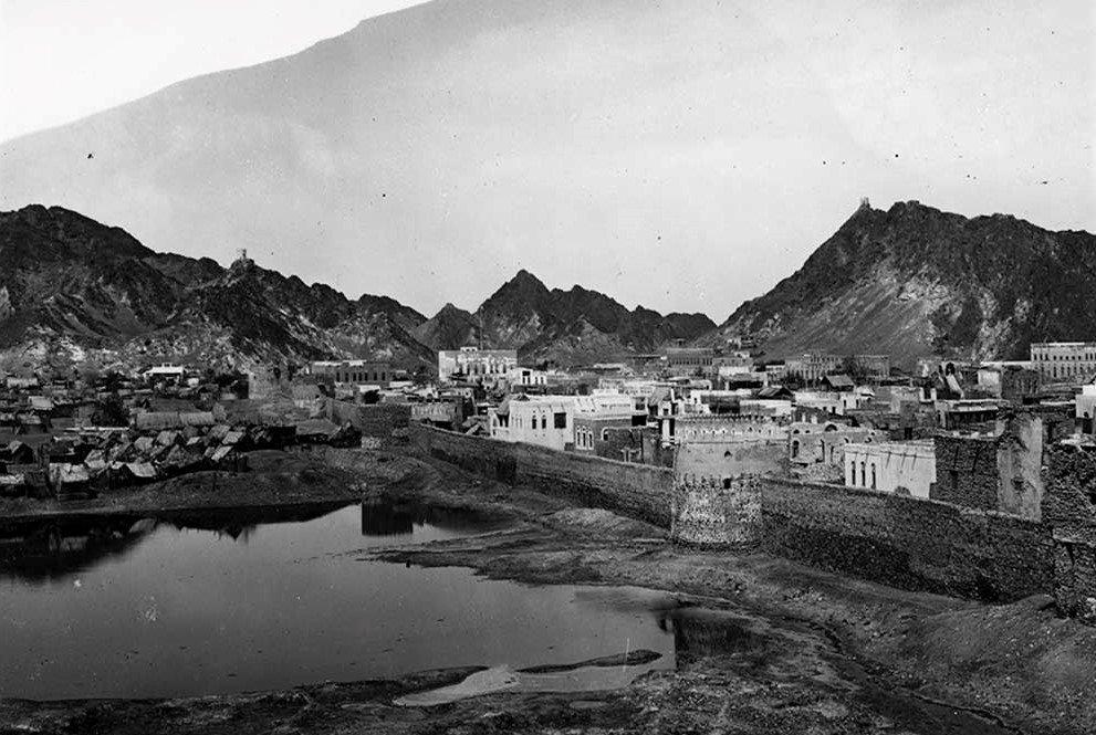 Оман начала прошлого века. Но почти также он выглядел вплоть до 1970 года. Автор фото Герман Бурхардт. Источник
