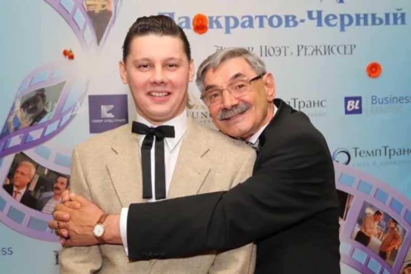 Александр с сыном, источник: https://vladimir.bezformata.com/