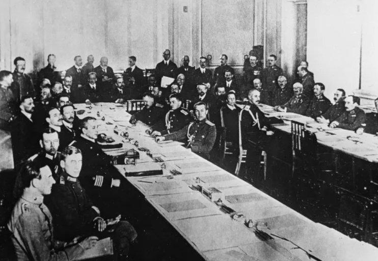 Заседание мирной конференции, на которой был заключен Брестский мирный договор 3 марта 1918 года.